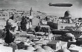 ירושלים - הצפלין מעל ירושלים.-JNF034673