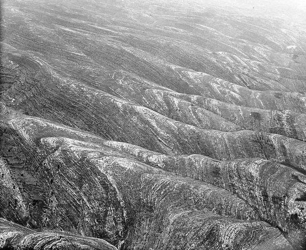 West of Jerusalem. Mountain scene S.W. of Jerusalem. An effective side view showing the general slope toward the Sharon Plain.jpg