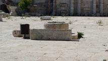 הקבורה המונח בחצר המוזיאון האסלאמי