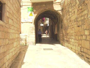 La porta in via degli ebrei a Taranto