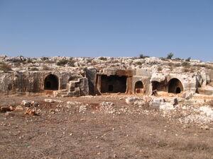 בית הקברות המפואר מימי בית שני של חורבת כרקוש (א.ת. אריאל) צילם:אהרן טבגר