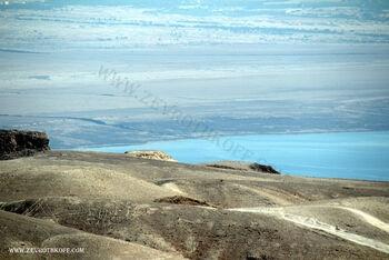 שפך נהר הירדן לים המלח שמאלה באמצע