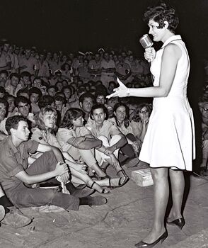 Flickr - Government Press Office (GPO) - Yaffa Yarkoni entertaining troops in one of their camps