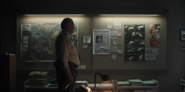 DARK 1x05 0046–Egon 1986's board of evidence