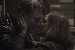 DARK Still 102 - Hannah kisses Ulrich.jpg
