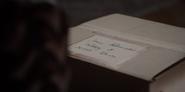 DARK 1x05 0027–Jonas' package