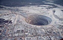 Mirny diamond mine hole 1.jpg