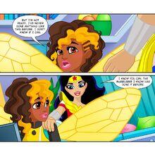 Wonder Woman DCSHG Comic Back with the Lassoo.jpg