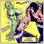 Bane quebrando o braço de Crocodilo