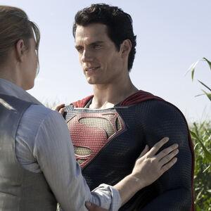 MoS - Lois and Superman at Smallville.jpg