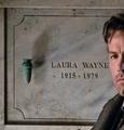 Laura Wayne grave