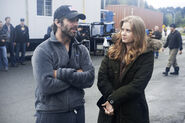 MoS-BTS-Amy Adams and Zack Snyder on set