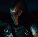 Deathstroke meets with Lex Luthor on his yacht