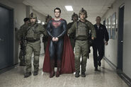 MoS - Superman guarded by military
