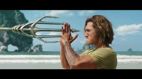 "AQUAMAN - Heredero 30"" - Oficial Warner Bros"