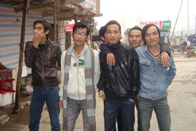 Longthieugia cùng team Song Long.