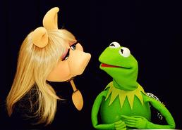 Miss-Piggy-and-Kermit-miss-piggy-and-kermit-26998112-500-359