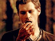 Klaus hand yum