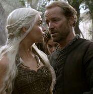 Daenerys-and-Jorah-house-targaryen-29388390-482-487