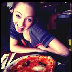 Olivia-pizza.jpg