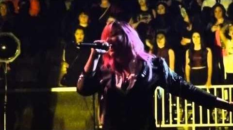 Demi_Lovato_-_The_Middle_(SAP_Center,_San_Jose,_CA)_2_11_2014