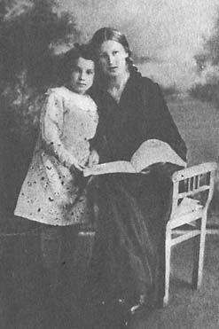 Таня со старшей сестрой Ниной