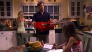 32 Dexter gives guitar to Astor S4E7