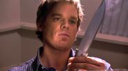 16 Dexter packs a knife S4E8
