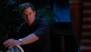 29 Dexter asks Deb to let Hannah stay S8E9