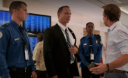 Elway stopped by security S8E12