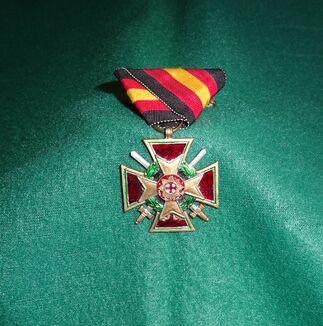 Königliches Verdienstkreuz Militärversion.JPG