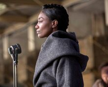 Patina-Miller-plays-Commander-Paylor-in-The-Hunger-Games-Mockingjay-Part-2-e1448467839381.jpg