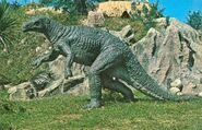 Camptosaurus-Statue-1000x642