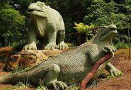 800px-Iguanodon Crystal Palace
