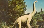 Brachiosaurus-statue-1000x6441-700x450