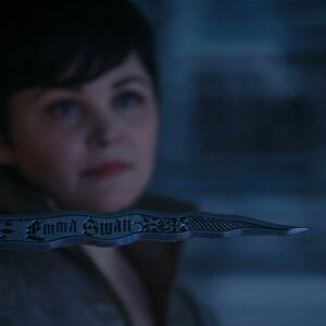 Once Upon a Time - 5x04 - The Broken Kingdom - Snow Dagger.jpg