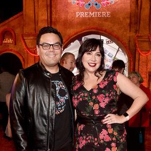 Kristen & Robert Lopez Coco premiere.jpg