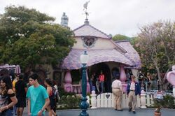Minnies house disneyland.jpg