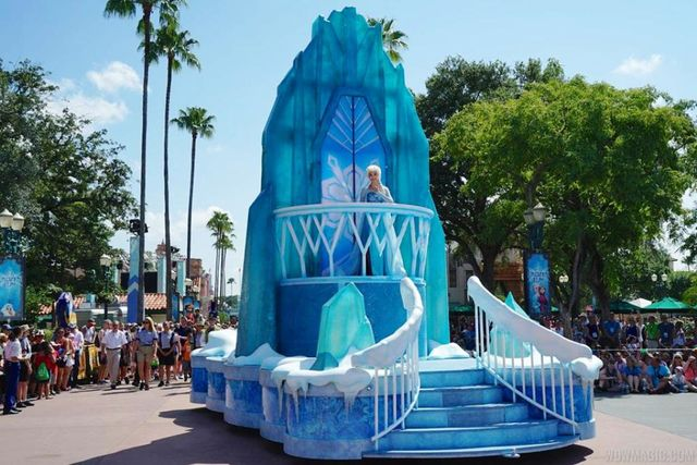 Frozen Royal Welcome Parade