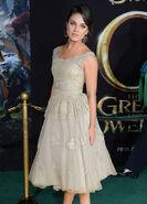 Mila Kunis Oz G&P premiere