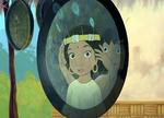 Mowgli donna à Shanti un chapeau de plumes