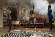 Raven's Home - 3x03 - Smoky Flow - Photography - Tess, Nia and Book