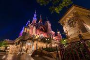 Enchanted-storybook-castle-clocktower-side-shanghai-disneyland 1