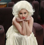 Jessie disfrazada de Marilyn Monroe