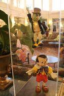 Disneyland-Paris-Hotel-Pinocchio-and-Jiminy-Cricket