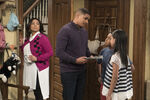 Raven's Home - 1x04 - The Bearer of Dad News - Photography - Raven. Devon. Nia and Booker