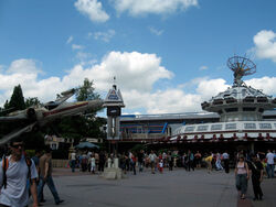 Star Tours at Disneyland Paris.jpg