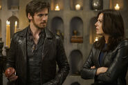 Once Upon a Time - 5x06 - The Bear and the Bow - Publicity Photo - Hook and Regina