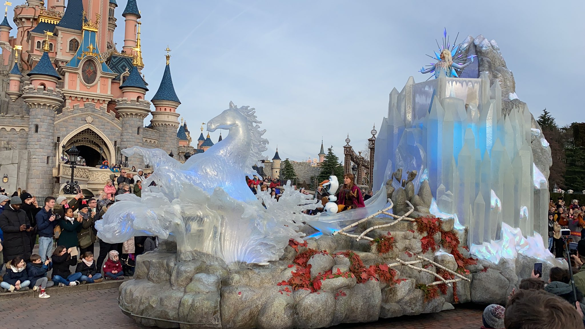 Frozen Royal Welcome Parade