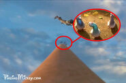 Pigeons-Bolt-in-Tangled-disney-crossover-27362824-560-369